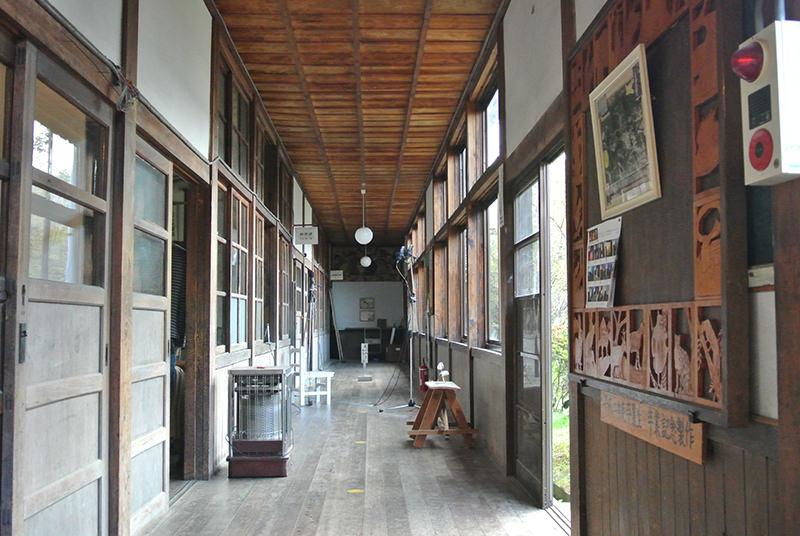 旧田山小学校の廊下