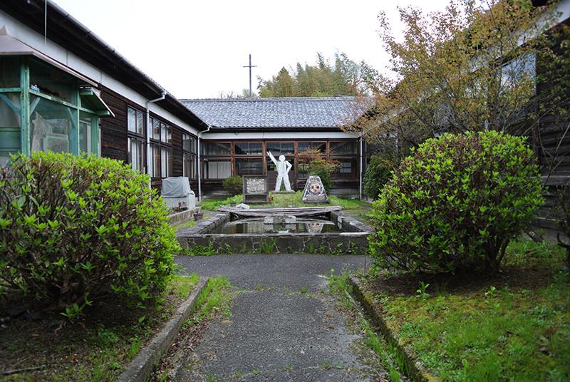旧田山小学校の中庭